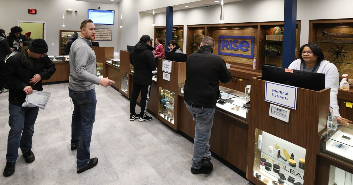 Although Cannabis Consumers Who Own Firearms Are Federal Felons, Illinois Says They Can Keep Their Guns