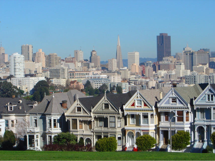 San Francisco, USA: rows of Victorian house; background: downtown