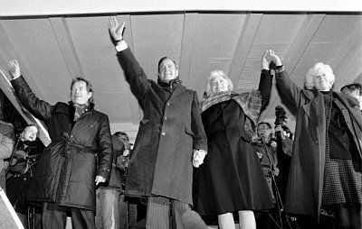 Presidents Havel and Bush, and wives, Nov. 17, 1990 ||| CTK