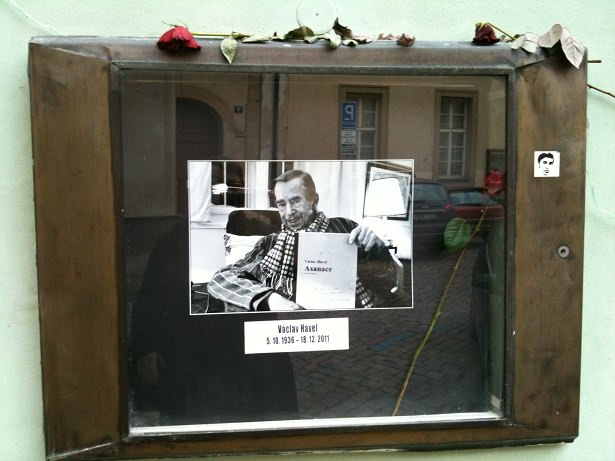 The window at Divadlo Na Zabradli